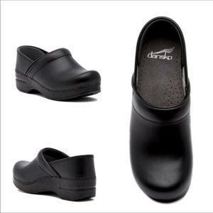 Dansko Professional Nonslip Leather Clogs Size 40